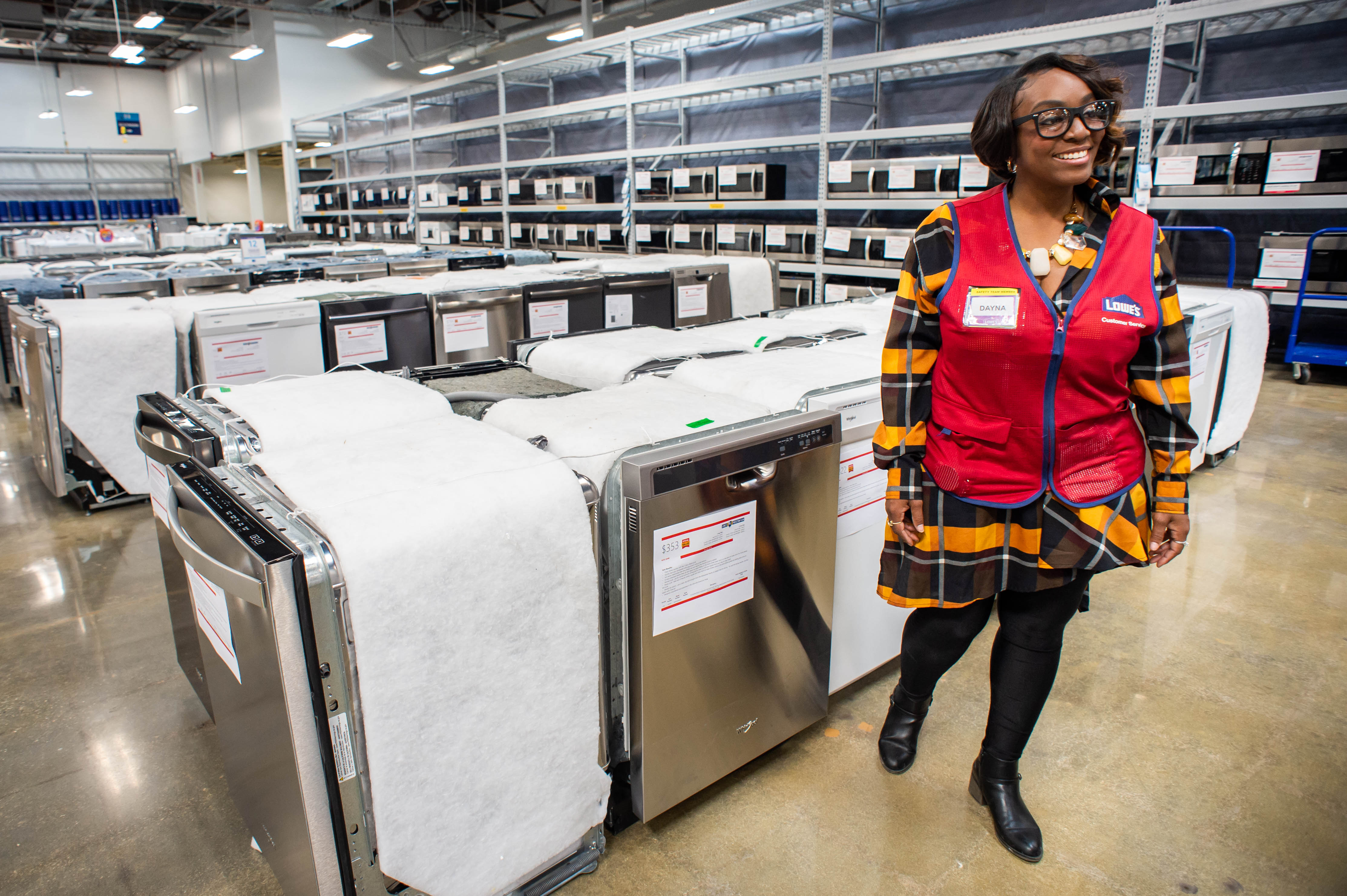 https www sgvtribune com lowes opens its first scratch and dent outlet store in monrovia