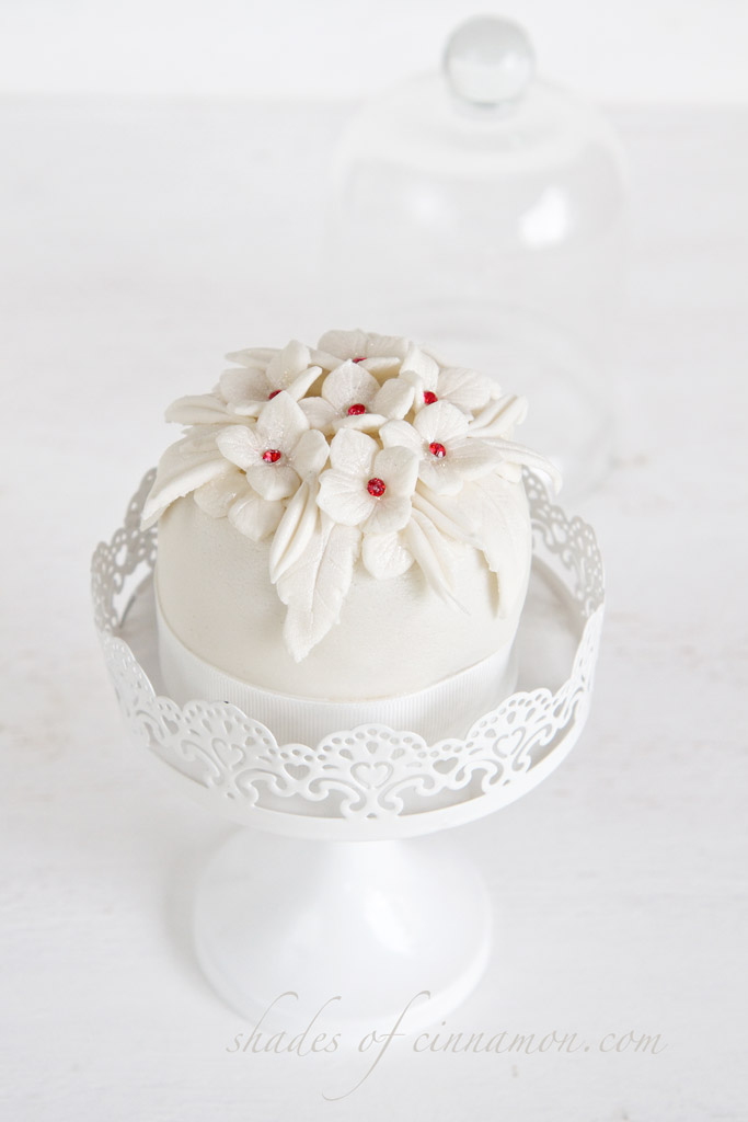Mini Bride And Groom Wedding Cakes Shades Of Cinnamon