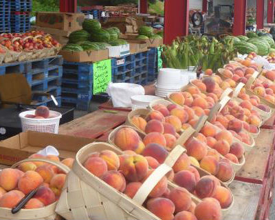 local_farmers_market_peaches