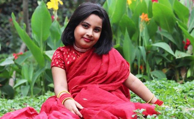 বৈশাখী শাড়িতে ছোট্ট মেয়ে - shajgoj.com