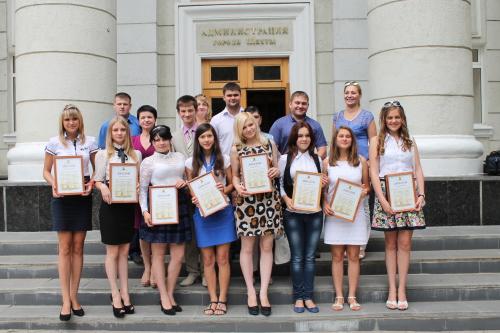 В шахтинской администрации наградили победителей молодежных проектов