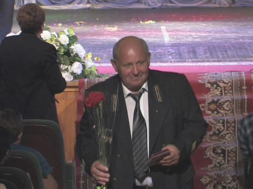 В драматическом театре поздравили заслуженных шахтеров