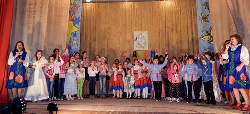 """Клуб """"Молодёжный"""" поставил рекорд — в концерте приняли участие почти 100 человек"""