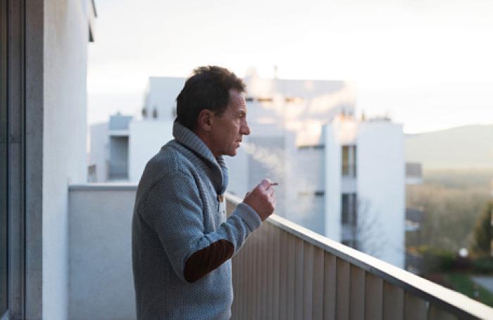 Суд запретил россиянам курить на собственном балконе