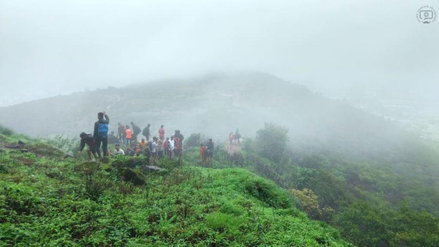 monsoon-visapur-fort-trekking-photography-maharashtra-pune-mumbai-rains-waterfall-caves-holiday-weekend-getaway-guestpost-shalzmojosays