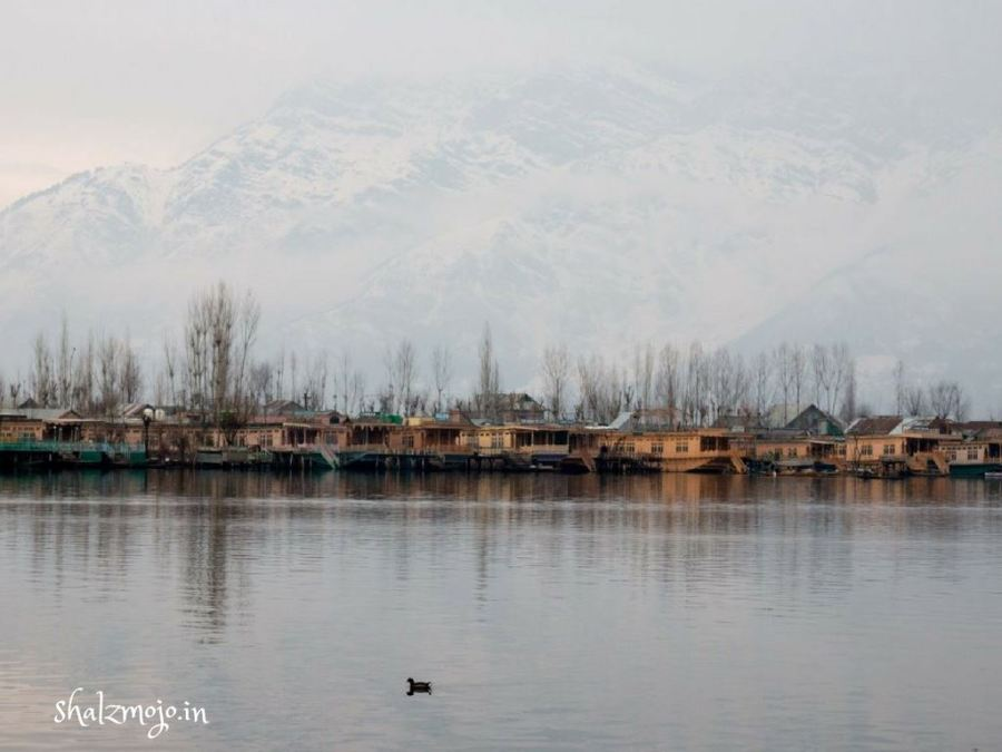 Winter-dal-lake-srinagar-kashmir-travel-tourism-shikara-India-kashmiri-cold-houseboat-walnuts-kehwa-snowfall-snow