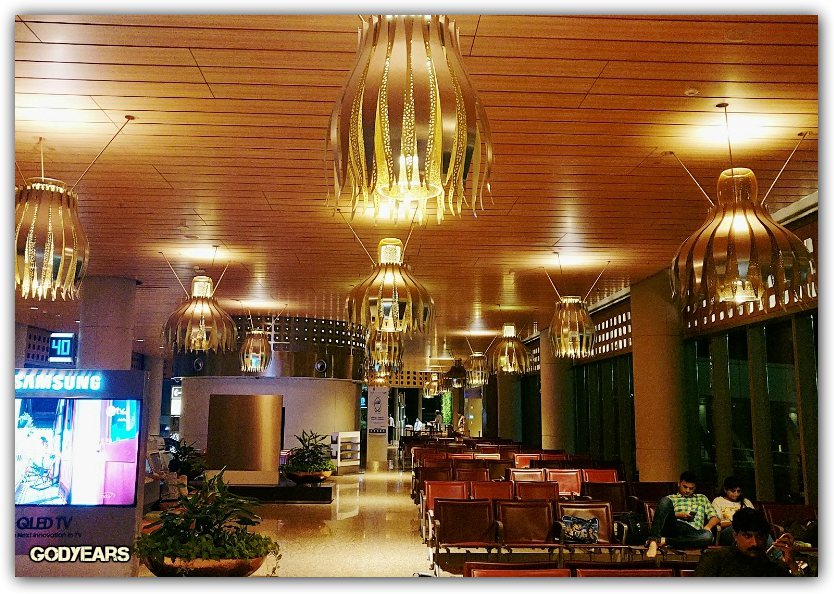 mumbai-airport-lounge-travel-shalzmojo-guestpost-india-tourism