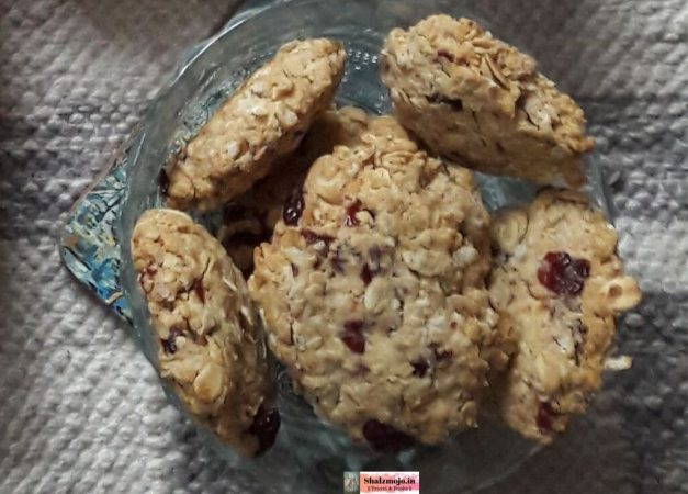 oats cookies in a bowl