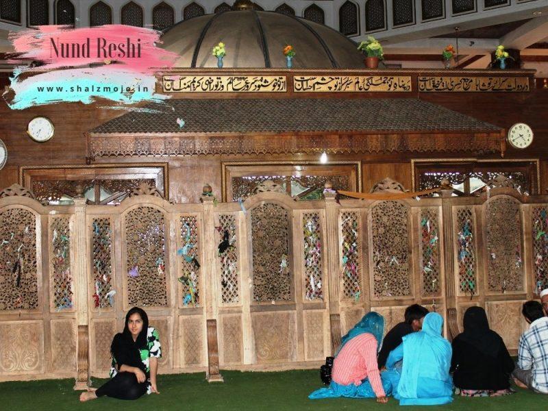 Shrines from Kashmir Valley- Travel blog- guest blogger- she travels- solo female traveler - srinagar - gulmarg