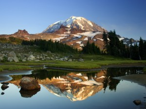 reflexo da montanha espelho água