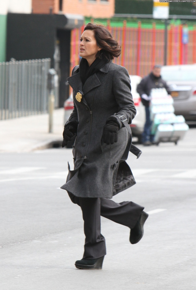 Mariska Hargitay Revolution Posing Hot Beautiful Nyc Celebrity Babe