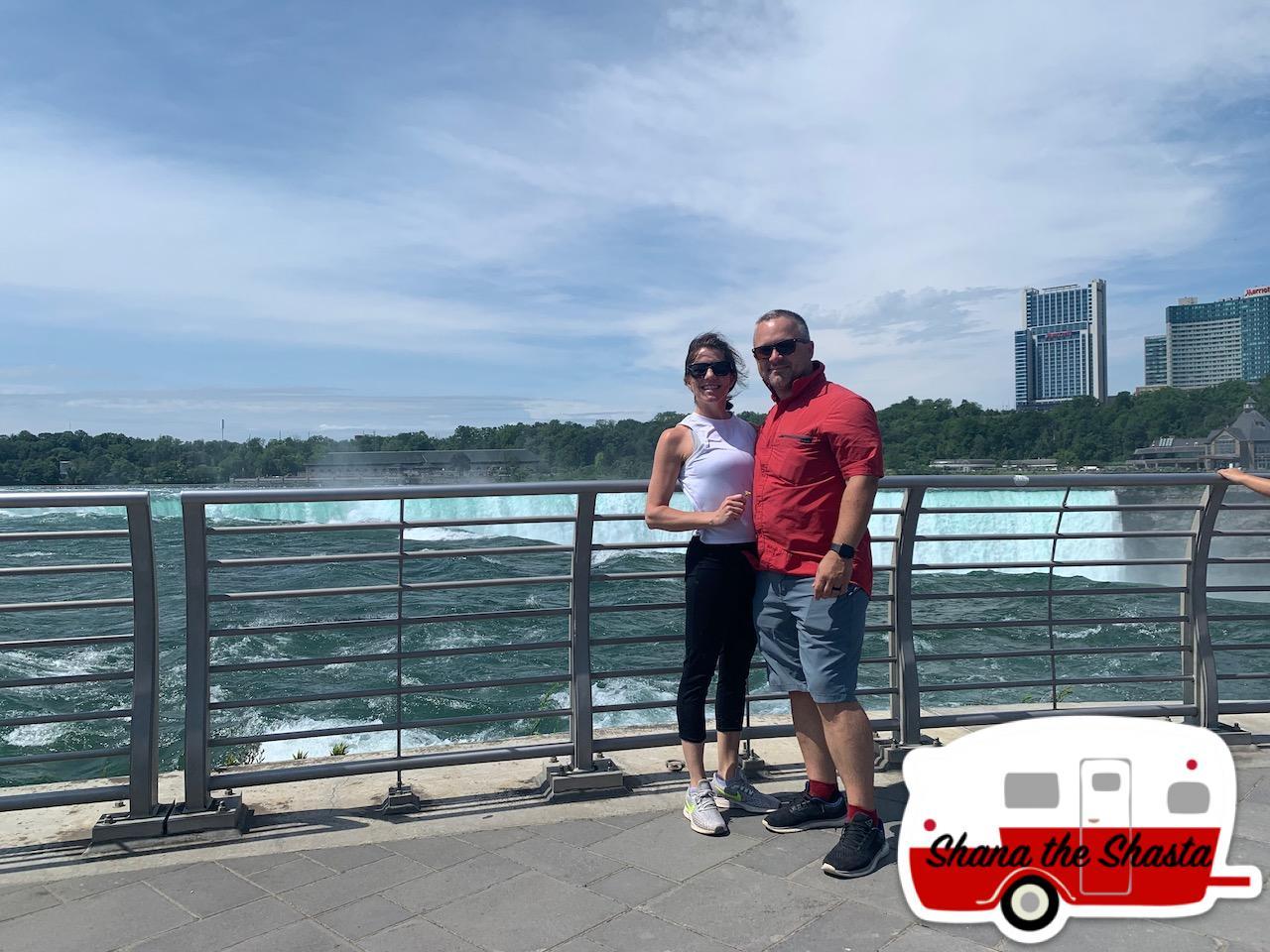 Couple-at-Niagara-Falls