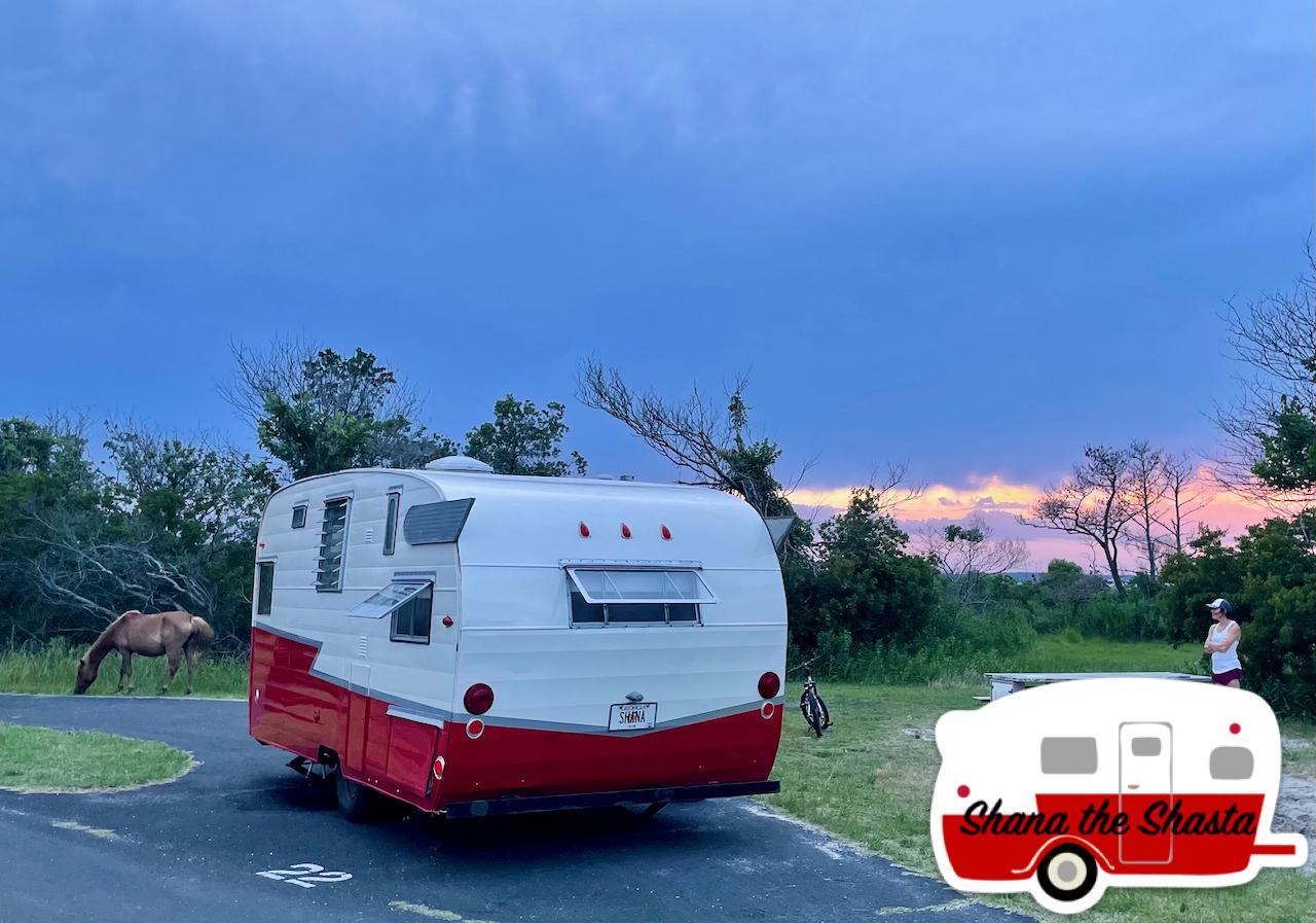 Vintage-Camper-Wild-Horse-Sunset