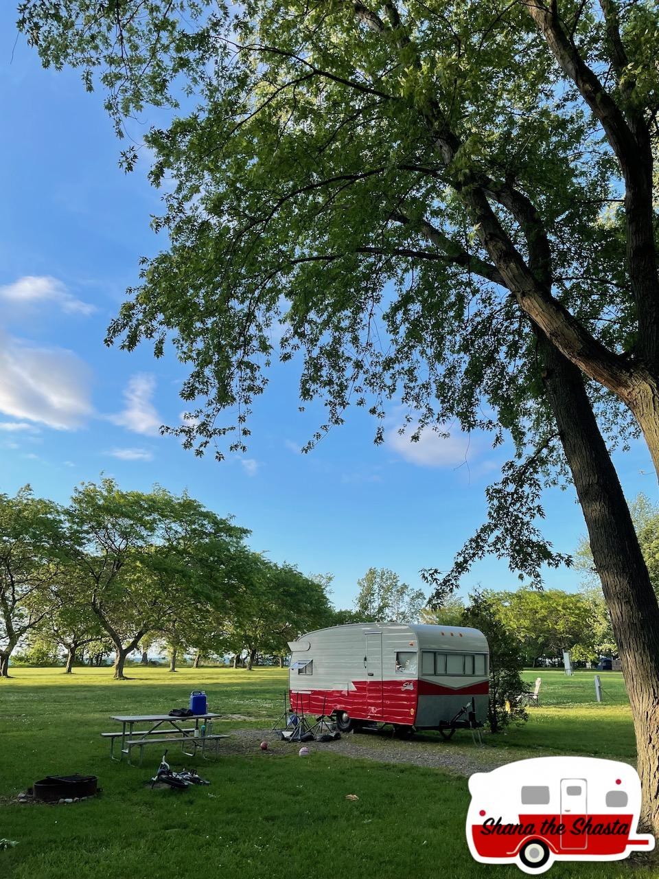 Vintage-Camper-at-4-Mile-Creek