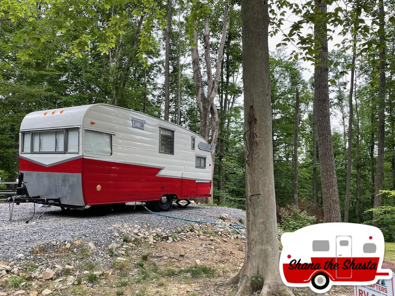 Vintage-Camper-at-Riftrafters