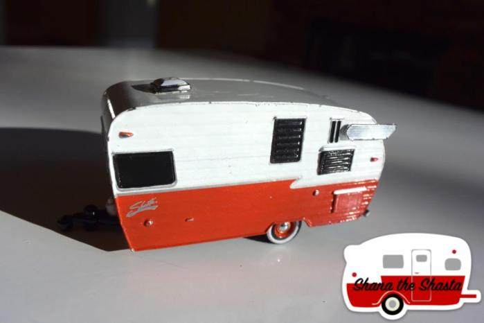 greenlight-1962-dodge-d-100-shasta-airflyte-deluxe-toy-1