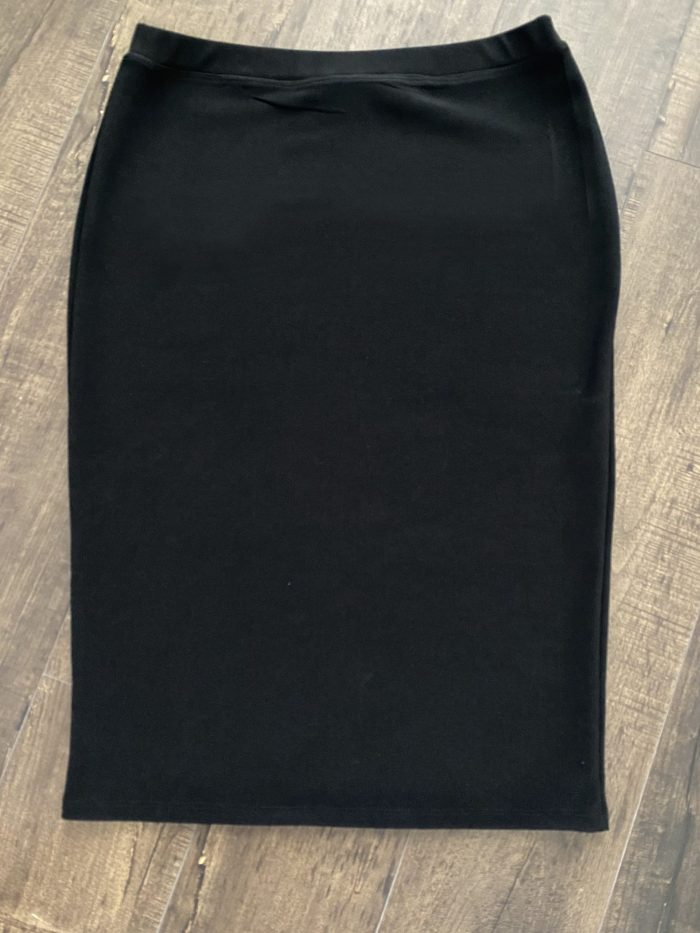 Black modest pencil skirt