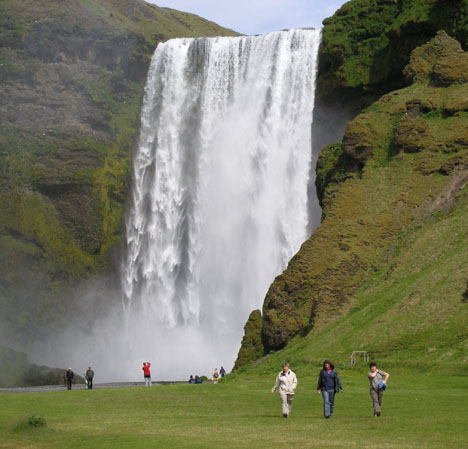 On the way to Skaftafell, we pass the elegant Skogafoss, which is not the most famous or the most powerful waterfall in Iceland, but it is definitely my favorite. Those are three of my new volunteers in the foreground.