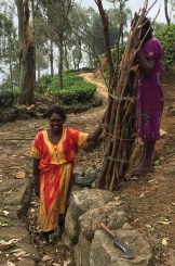 Once we had all taken our photos, she hefted the pack of wood onto her head, balanced only by that wad of fabric next to her hip, and tucked the machete into a fold in her dress.