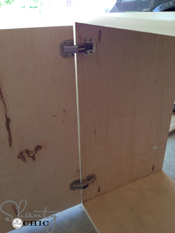 installing_hinges