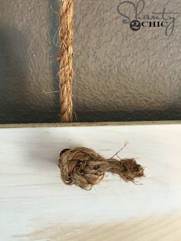 tie-knot-in-rope