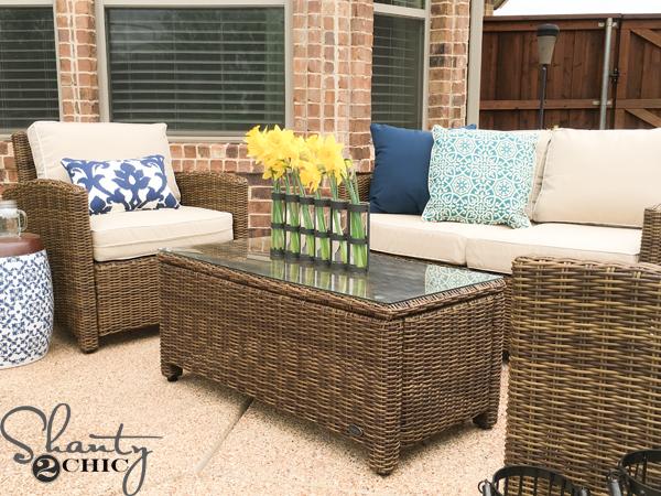 Outdoor-patio-decorating