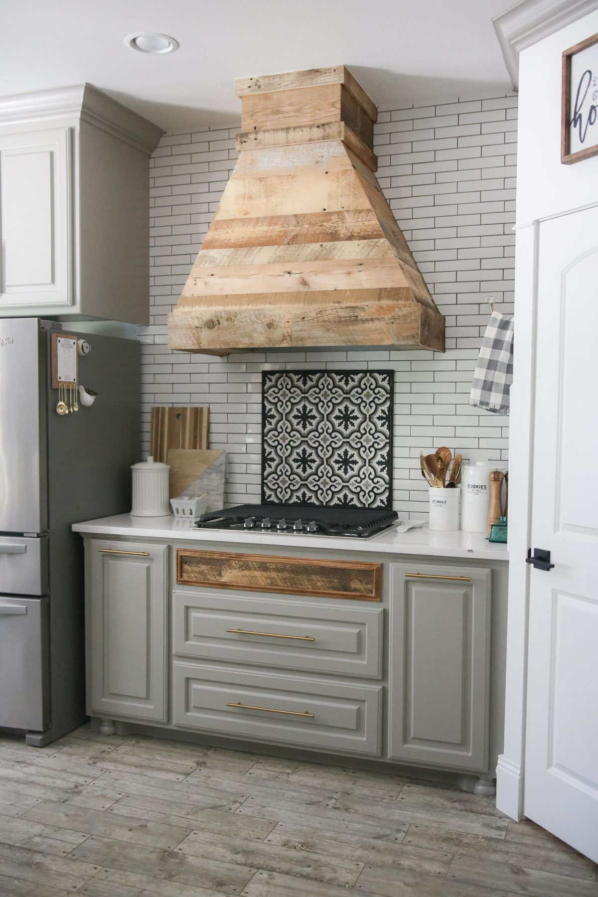 Diy Modern Farmhouse Vent Hood And Tool Giveaway