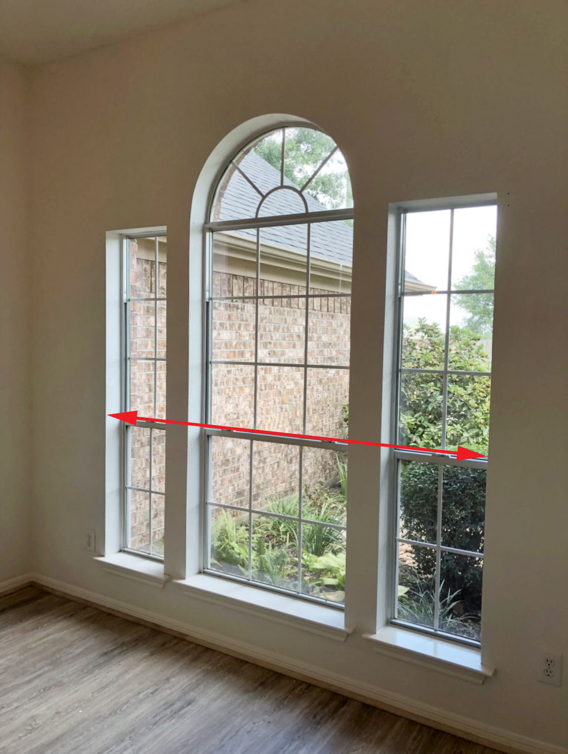 Adding Trim to a Window and Hiding a Half Circle