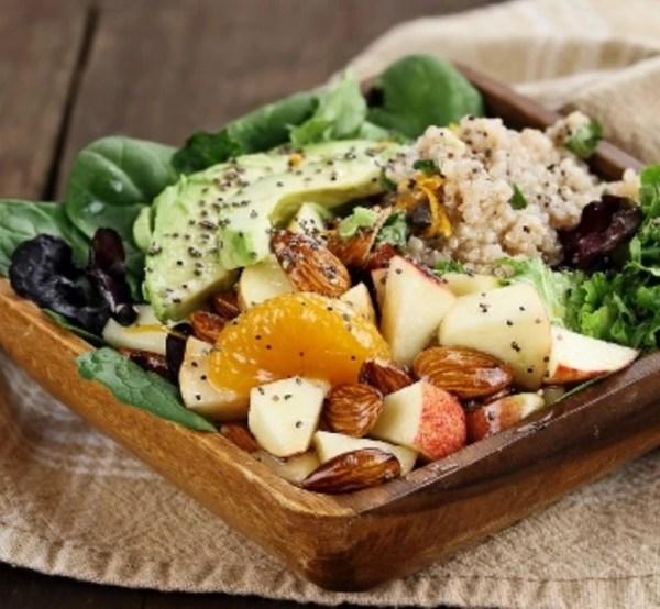 Detox vegan σαλάτα με κινόα