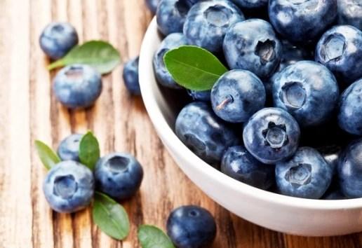Πόσα φυστίκια μειώνουν τη χοληστερίνη, πόσο περπάτημα μειώνει το άγχος και πόσα μύρτιλλα σε κάνουν πιο έξυπνη;