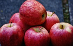 Pile of delicious red apples