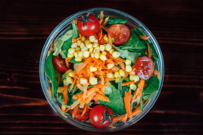 A bowl of salad for healthy eting
