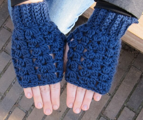 Cluster V-stitch fingerless gloves (and hat)