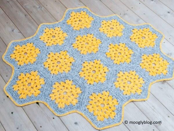 Bee's Knees Crochet Rug