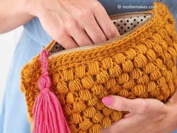 Crochet a clutch bag