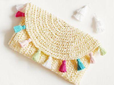 crochet Evelyn Crochet Summer Clutch free pattern