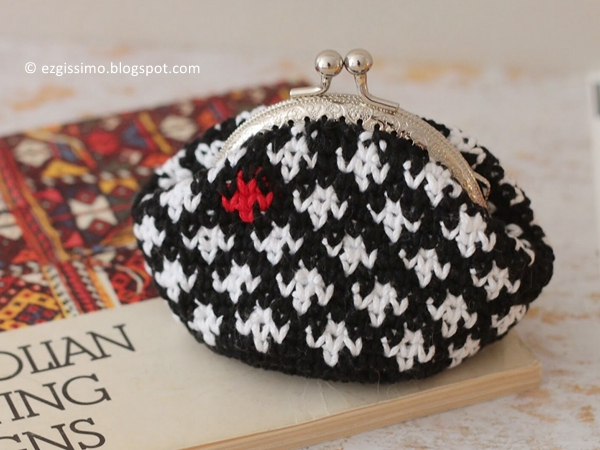 Tapestry crocheted coin purse free pattern