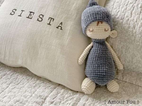 crochet Sleepy Miko free pattern