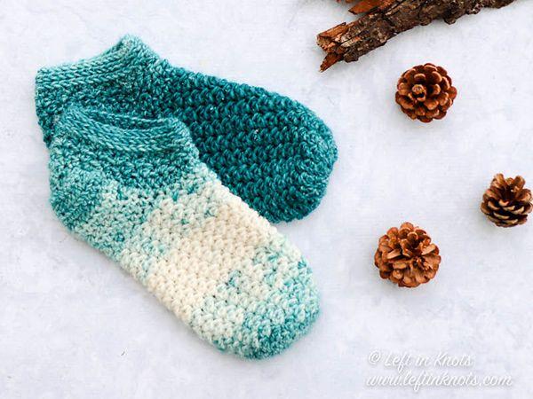 crochet Snowball Slipper Socks free pattern