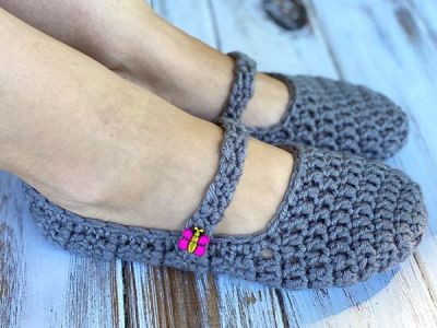 crochet Chunky Button Slippers free pattern