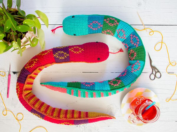 crochet Sibling Snakes free pattern