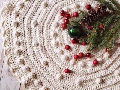 crochet Let it Snow Tree Skirt free pattern