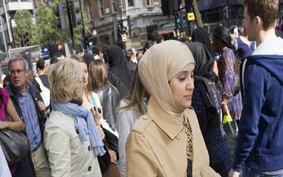 تمييز مزدوج ضد النساء في بريطانيا