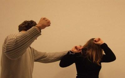 لبناني ضرب زوجته الكويتية وفجّر لها طبلة أذنها