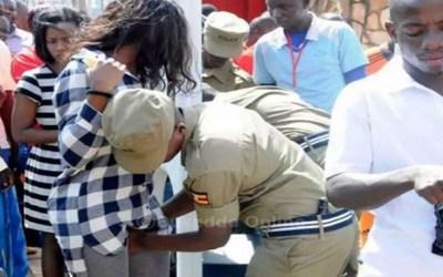 شرطة أوغندا تتحرش بالنساء!!