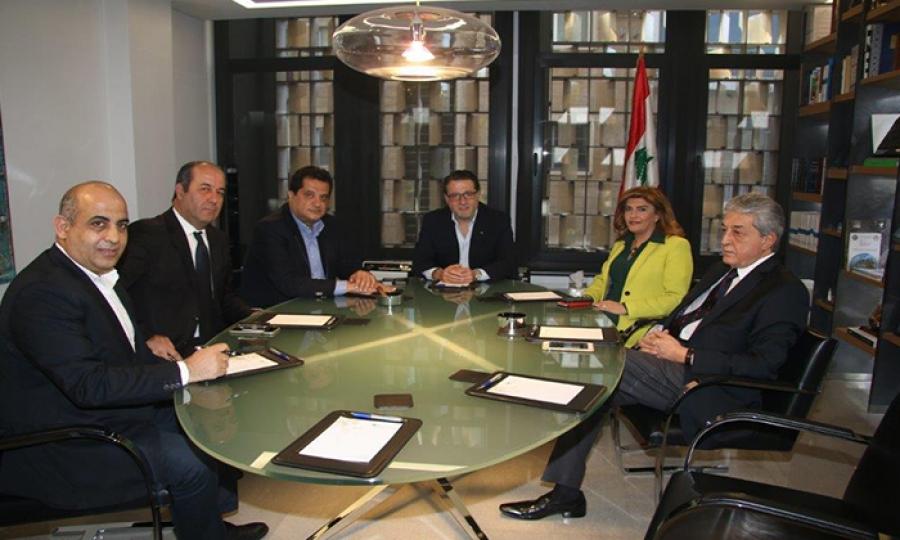 كارول أبي كرم تفوز برئاسة نقابة أصحاب مصانع الأدوية في لبنان