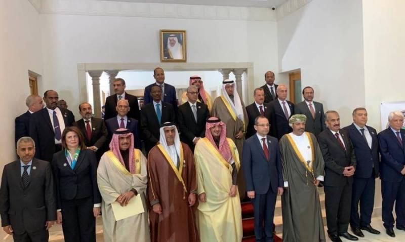 وزيرة الداخلية الأولى والوحيدة في العالم العربي في الصف الأمامي