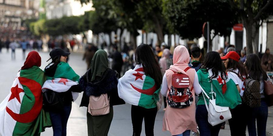 السلطات الجزائرية تعتقل النساء وتجبرهنّ على خلع ملابسهنّ