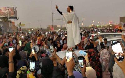 النساء يتصدرن الثورة السودانية