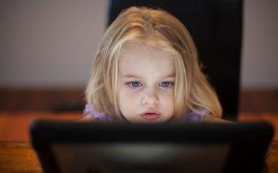 تحديات أمهات اليوم في مواجهة جيل الانترنت